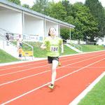 Viktoria läuft über 800m auf den ersten Platz !