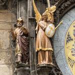 Horloge de l'Hotel de Ville - l'écrivain public et l'archange St Michel