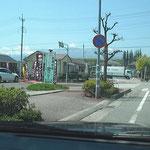 「ワインビーフ美郷」さん、「たまご村」さんを左に見つつ、道沿いに進みます。