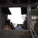 京都の本願寺から移築した門です。