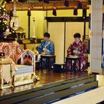 勝誓寺様の副住職様も御出仕くださいました。隣の青いのはワタクシ。