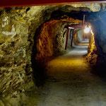 太平洋戦争末期に掘られた地下坑道です。