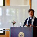 沖井智子先生。
