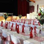 Blumengesteck, Tischdekoration, Stuhlhussen