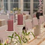 Hochzeitstafel, weiße Kerzenständer