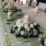 Tischdekoration Kommunion, Blumengesteck
