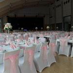 Hochzeitsdekoration, Stuhlhussen, Rosa-Schleifen