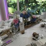 Tischdekoration, Baumscheiben, Blumen