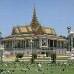 Der Royal Palace und die Tauben