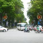 kleine Impression vom STraßenverkehr, der voller, aber mir doch etwas geordneter als in Phnom Penh scheint
