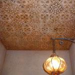 Disimpegno con soffitto damascato