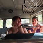 Mit dem Bus unterwegs zum Mombacho