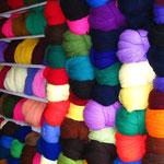 ...in einem Wollladen, ich fand die Farben so toll, Olga hat sich kaputt gelacht, dass ich Fotos gemacht hab.