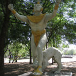 Statue in León viejo, die Stadt wurde im 16. Jhd. verlassen wegen der gefaehrlichen Naehe zum Vulkan Mombotombo