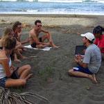 Einweisung unserer Freiwilligen am Strand