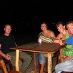 """Beim Abendessen im """"Pier"""" von links nach rechts: Iwan, ich, Julie, Sebastian"""