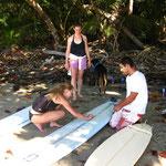 Preparan las tablas - Surfboards vorbereiten