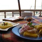 Mein 1. Ceviche. Soooooooooo lecker, Fisch mit Zitrone gebeizt, dazu Shrimps und Kartoffelbrei. YUMMIE!!!