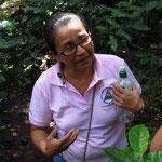 Gloria erklärt uns die Arbeit von Anides