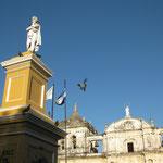 Parque Central mit der Kathedrale