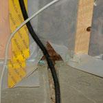 Kabel von oben kommend
