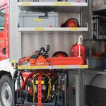 G1 Drehfach hinten: Säbelsäge, Winkelschleifer, Motorsäge + Zubehör