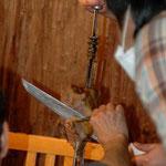『とびっきり食堂』撮影風景: バラ肉をカットするシーン