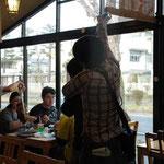 『とびっきり食堂』撮影風景: 豊橋からご来店のお客様にもご協力いただきました