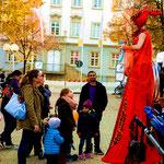 Red Lady mit Ballontieren