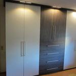 Funktionaler Jugendzimmerschrank nach Maß ,LED-Beleuchtung, Dekor Mooreiche u Weismatt