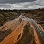Il fiume Sak-Elga, dove la fonderia riversa i suoi rifiuti tossici.