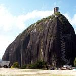 Auf den Piedra (Stein) del Penol hat es 680 Treppenstufen