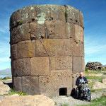 In den Grabtürmen von Sillustani, Chullpas genannt, wurden Würdenträger des Stammes der Colla bestattet. Das Volk lebte hier vor den Inkas
