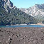 Der chilenische National Park Conguillio, Laguna Verde,  scheint hier eher blau