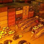 Autos, die unser Schiff mitgebracht hat, müssen nicht nur entladen, sondern auch weggebracht werden. Die Logistik in Vitoria funktioniert gut