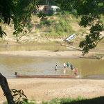 Assis Brasil ist das Dreiländereck Brasilien, Bolivien, Peru. Einen Grenzübergang für Ausländer die einen Stempel brauchen, hat es nur zwischen Brasilien und  Peru. Durch den Fluss kann man zu Fuss nach Bolivien