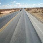 Stark strapazierte Strasse vor La Paz