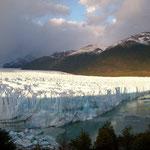 Sonnenaufgang am Perito Moreno Gletscher für uns alleine