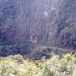 Die ruta de la muerte ist teilweise in sehr steile Wände gehauen