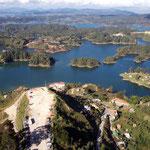 Nach der Errichtung der Staumauer 1970 für den Stausee el penol, entstand eine schöne Fjordlandschaft