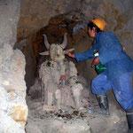Pachamama, der Gott der Indigenas, wird besonders von den Bergarbeitern verehrt. Hier in der Mine Maria.