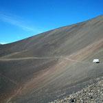 Diese Strasse ca. 30 km durch die Vulkanlandschaft, war mit unserem Fahrzeug gut zu bewältigen
