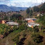 Auch solche Behausungen gehören zu Medellin