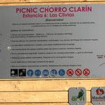 Eine grosse Tafel für 1km Rollstuhlweg im Park Arvi, oberhalb Medellin