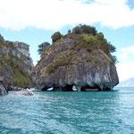 Die Marmorfelsen bei Puerto R. Tranquilo von aussen