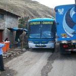 Es war knapp, rechts vom Lastwagen blieben kaum 30cm um auszuweichen