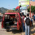 Fahrzeug beladen in Rurrenabaque für die dreitägige Pampatour