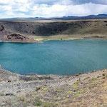 Laguna Azul, hier spüren wir den patagonischen Wind sehr.