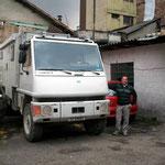 24Std. Parkplatz von Carlos, mit Vater Alberto, im Zentrum von Bogota
