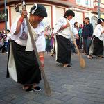 Brauchtums-Umzug in Otavalo